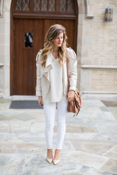 Light pink blazer jacket with cream-colored skinny jeans