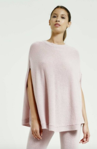 light pink cashmere poncho and white skinny jeans