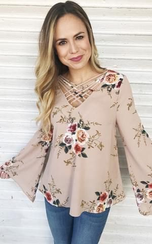 Light pink blouse with a floral pattern and skinny jeans
