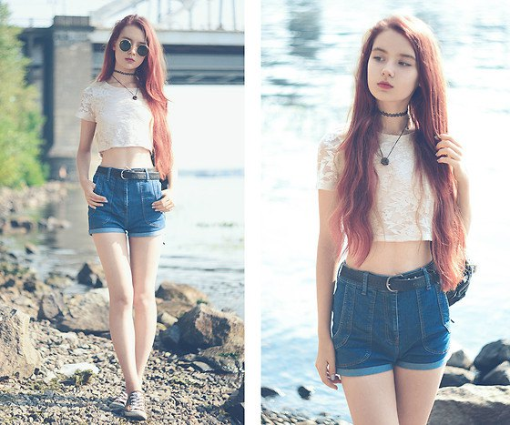 Short t-shirt with light pink lace and blue high-waisted denim shorts