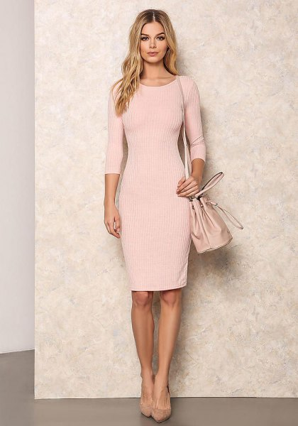 Light pink, ribbed, figure-hugging, knee-length dress with half sleeves