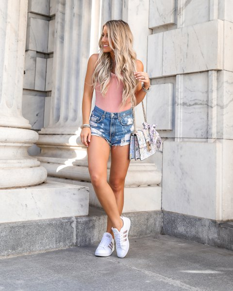 Light pink ribbed figure-hugging sleeveless top with blue denim shorts and running shoes