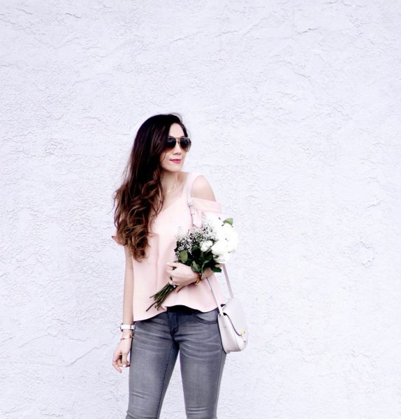 Light pink top with gray skinny jeans and rose gold kitten heels