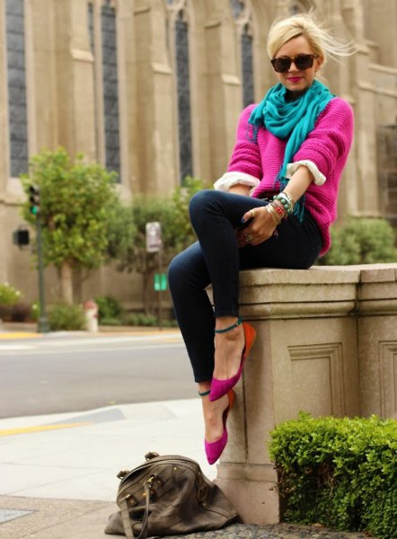 pink, chunky sweater with a blue-green linen scarf and skinny jeans