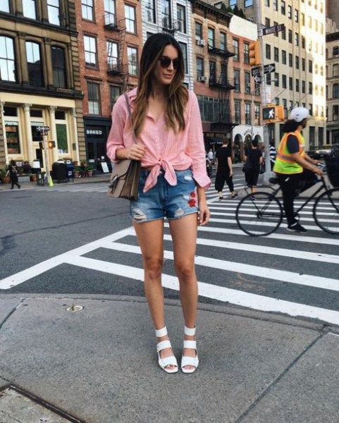 pink knotted shirt-denim shorts