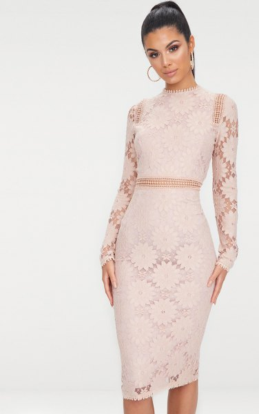 Semi-transparent, figure-hugging midi dress made of pink lace