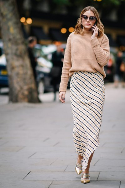 pink ribbed, chunky sweater with black and white checked maxi skirt