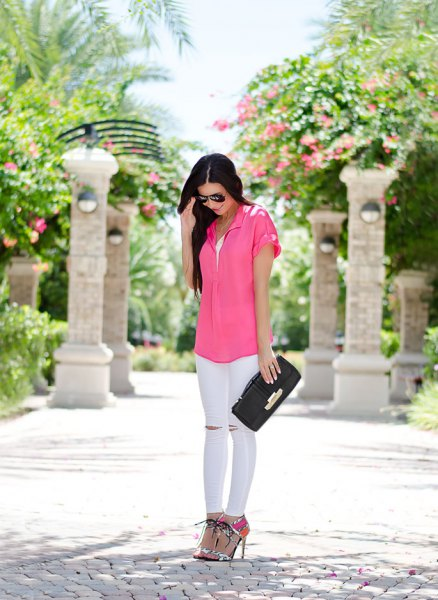 pink short-sleeved shirt with buttons and white skinny jeans