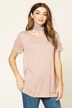 pink t-shirt with gray suede collar and skinny jeans