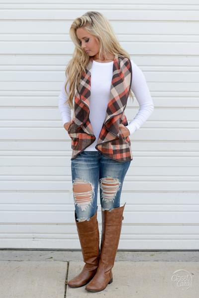 red black white checkered chiffon vest white long-sleeved t-shirt