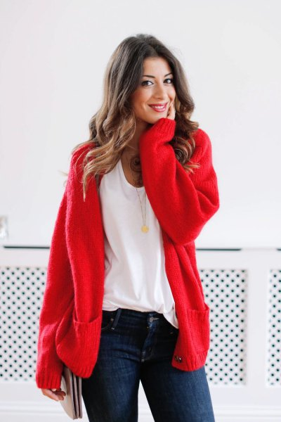 red, chunky cardigan sweater with white t-shirt with scoop neck and dark blue skinny jeans