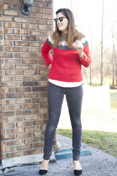 red knitted sweater with gray jeans and black ballerinas