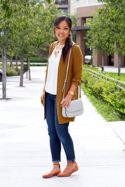 red longline cardigan with blue jeans with cuffs and orange ankle strap flats