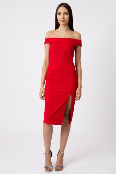 red, figure-hugging dress split up from the shoulder