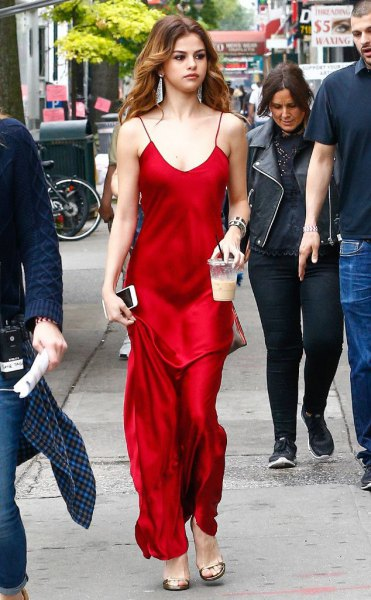 Floor-length dress made of red satin with a scoop neckline