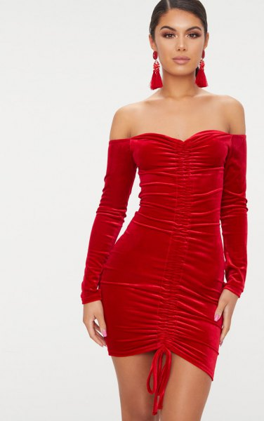 red sweetheart pipe dress separated long sleeves
