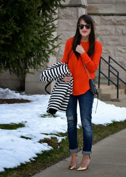 Loose cut blouse with striped jacket and jeans with cuffs