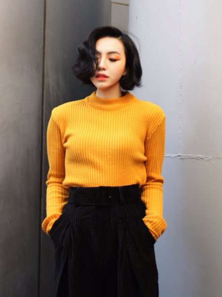 Ribbed yellow sweater with black, cropped pants