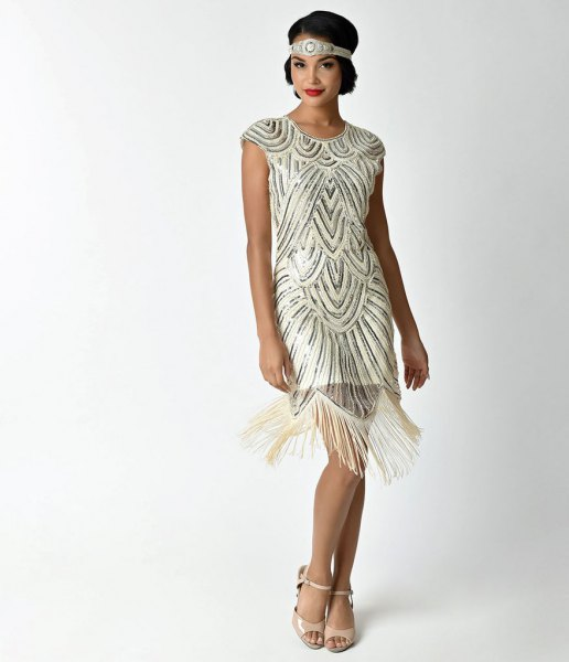 Mini dress made of rose gold-colored and white sequin fringes with pink open toe heels