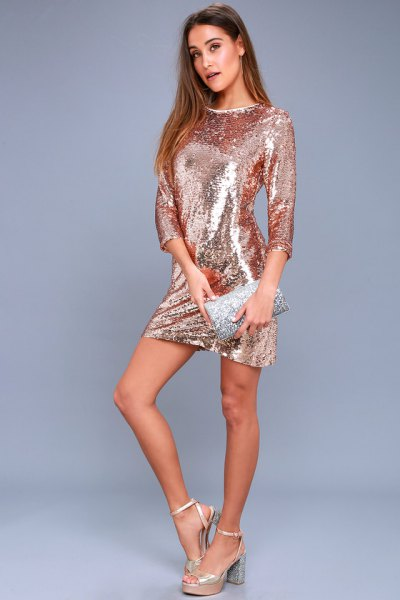Bodycon dress with three-quarter sleeves made of rose gold and matching wallet