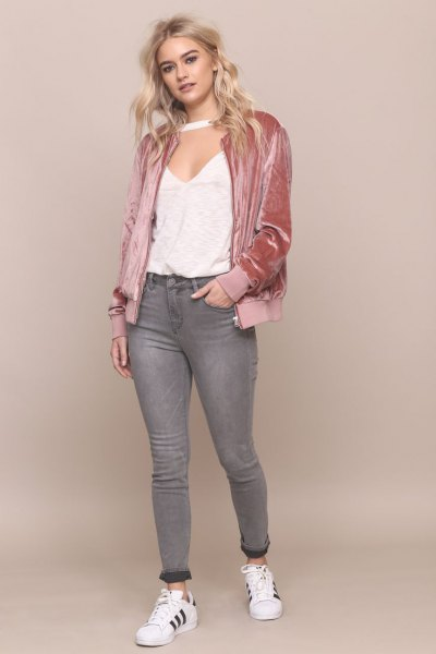 Bomber jacket made of rose gold velvet with a white top with a deep V-neck
