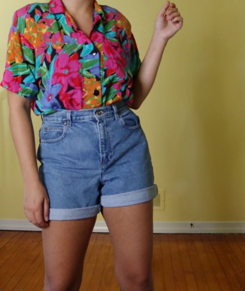 Vintage shirt with rose print and high-waisted denim shorts
