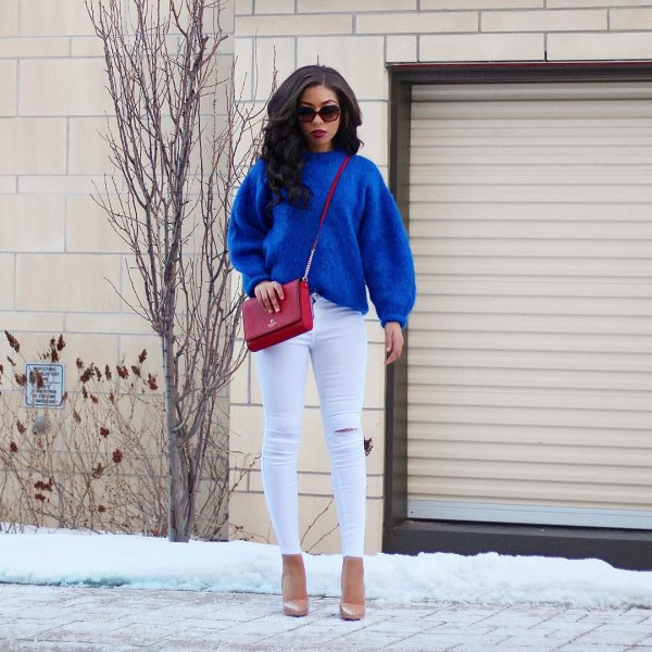 Royal blue chunky sweater with white skinny jeans and pink heels