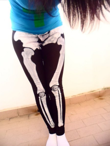 Royal blue t-shirt with black and white printed leggings