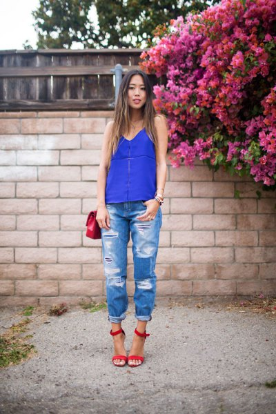 royal blue vest top boyfriend jeans red straps with open toes