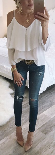 Ruffled top with skinny jeans and a statement belt