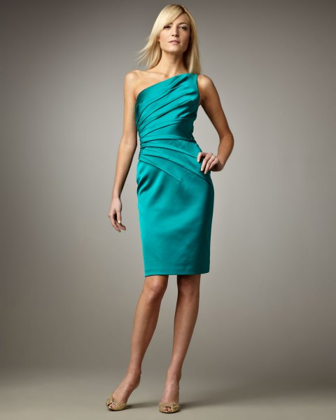 Bodycon dress with one shoulder made of satin