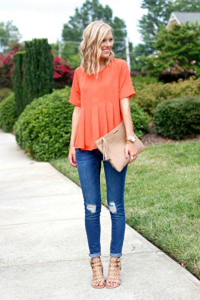 Short-sleeved pleated shirt with skinny jeans with cuffs