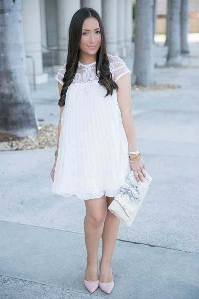 Short-sleeved baby doll dress made of white lace