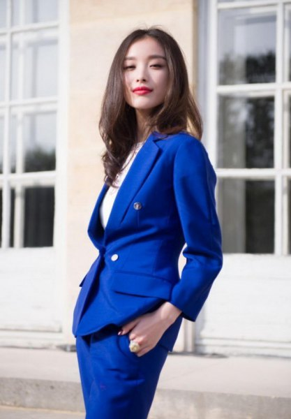 Skirt suit with white, ribbed cotton long-sleeved slim top