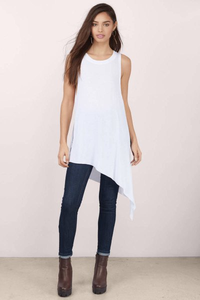 sleeveless high-low tank top with dark blue skinny jeans