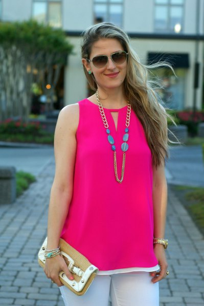 sleeveless pink top with keyhole and white skinny jeans