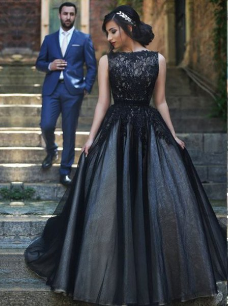sleeveless, long, flowing tulle dress made of lace