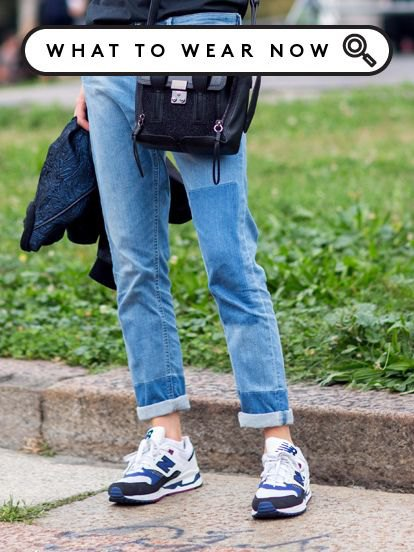 Slim fit jeans with cuffs and running shoes made of white and blue denim and plastic