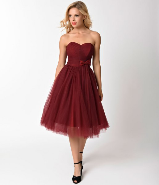 Strapless chiffon dress with a sweetheart neckline and pleats