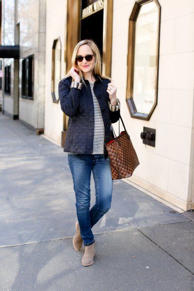 striped t-shirt boyfriend jeans outfit