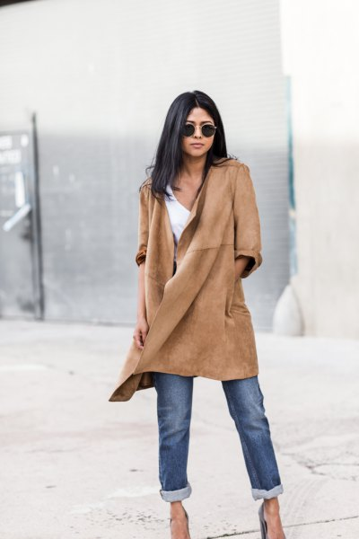 Suede casual coat with jeans and heels with cuffs