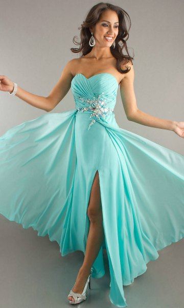 Sweetheart neckline fit and flare floor-length chiffon dress with open toe heels