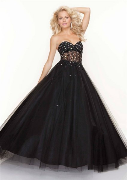 Sweetheart strapless black tulle ball gown