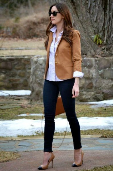 Light brown blazer with white shirt and black ankle jeans