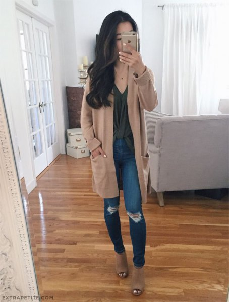light brown tunic cardigan with gray top with V-neck and ripped skinny jeans
