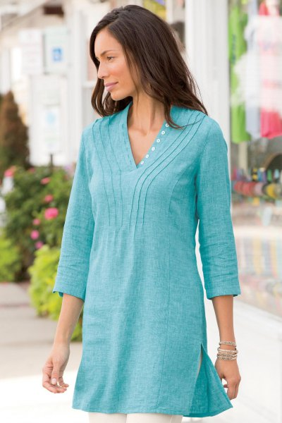 blue-green cotton top with V-neck and white skinny jeans
