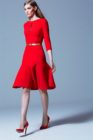 Three-quarter dress with a red fit and a flared belt