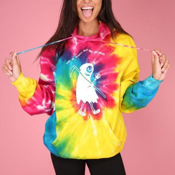 Tie dye graphic hoodie with black skinny jeans