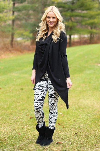 Tunic long sleeve wrap top with black and white leggings