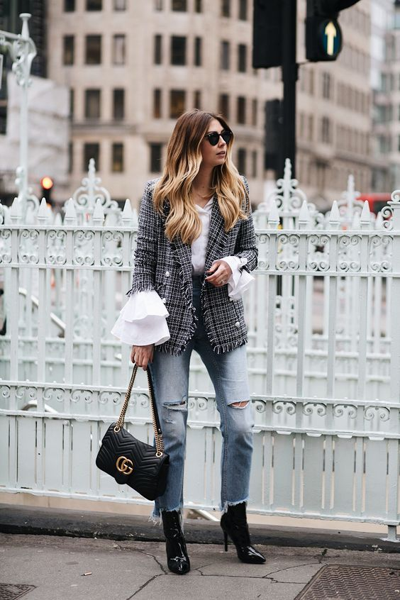 Checkered bell sleeves made of tweed blazer